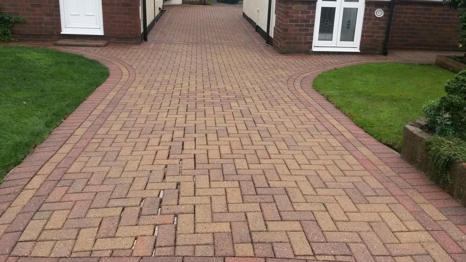 Services x stream pressure washing in walton on thames for Driveway pressure washer